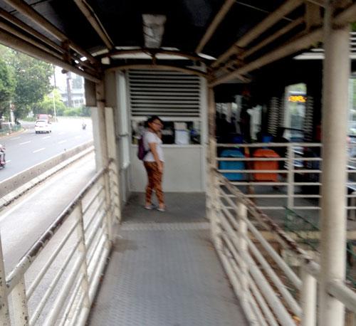 Suasana Halte Busway Grogol