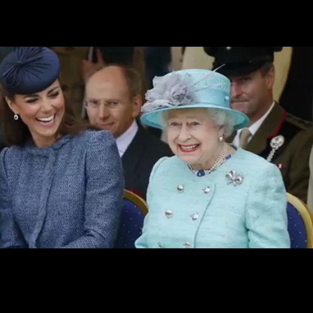 Kate_MIddleton_dan_Ratu_Elizabeth_II